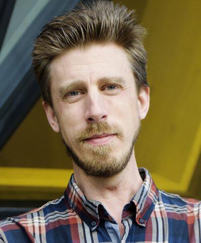 Porträtt på forskaren Christopher R. Cederroth vid Karolinska Institutet.
