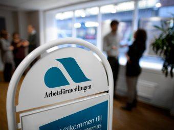 Skylt med Arbetsförmedlingens logo.