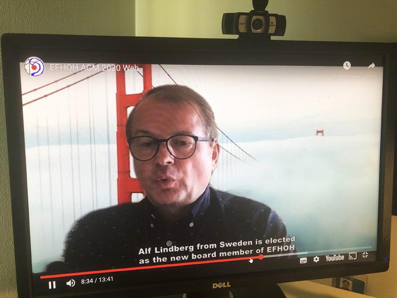 Bildskärm med bild på en man och textremsa som talar om att Alf Lindberg har blivit vald.