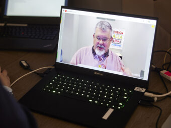 Laptop med bild på HRFs förbundskassör, Jonas Sahlberg.